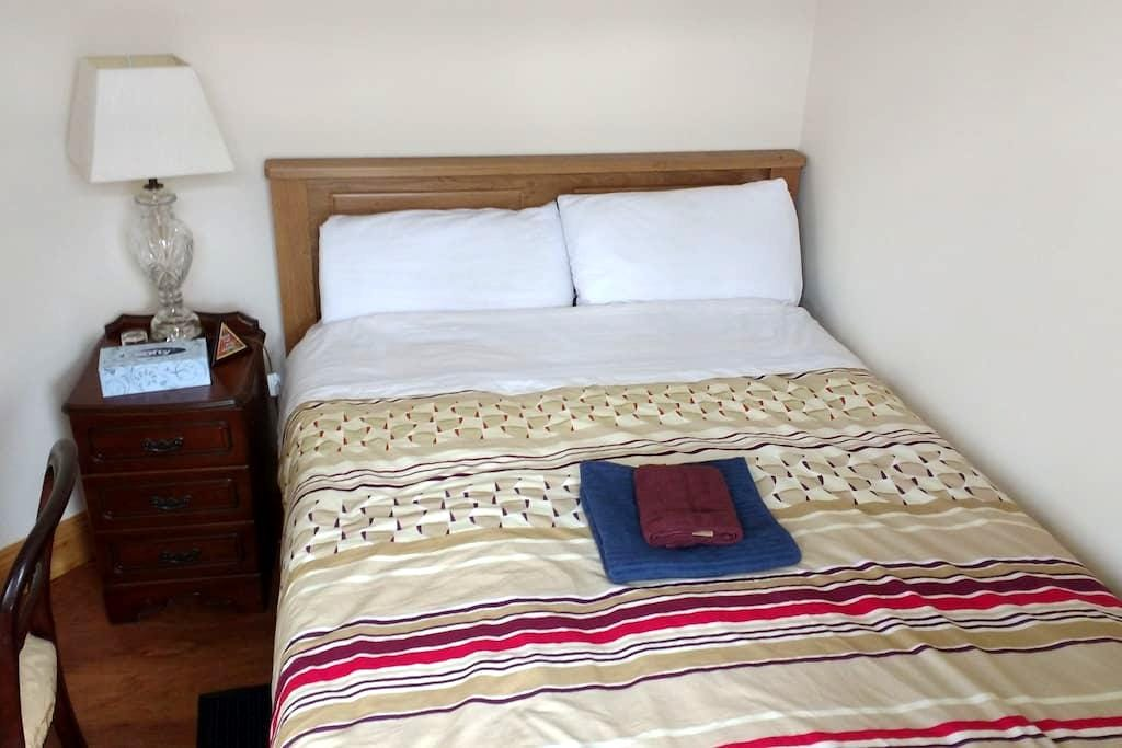 Cozy double bedroom with brand new double bed - Waterford - Ev