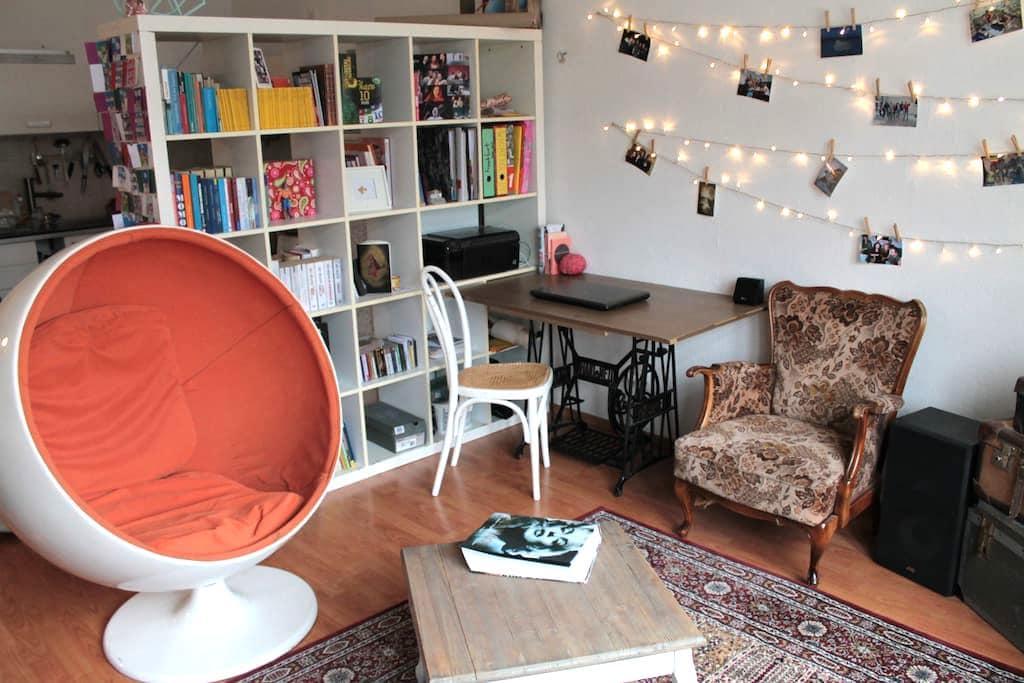 Gemütlicher 2-Zimmer-Altbau im Bismarkviertel - Augsburg - Lägenhet