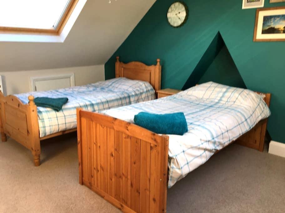 Spacious twin room with en suite - Worthing - Huis