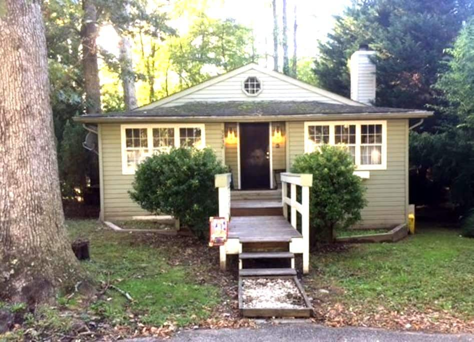 Quaint Beach Cottage - North Beach - Maison