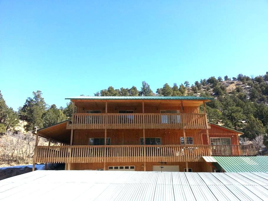Golden Haven Ranch- Ranch View Room - Glendale - Hus