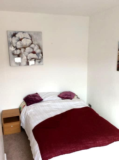 Spacious double room to rent. - Loughborough - Hus