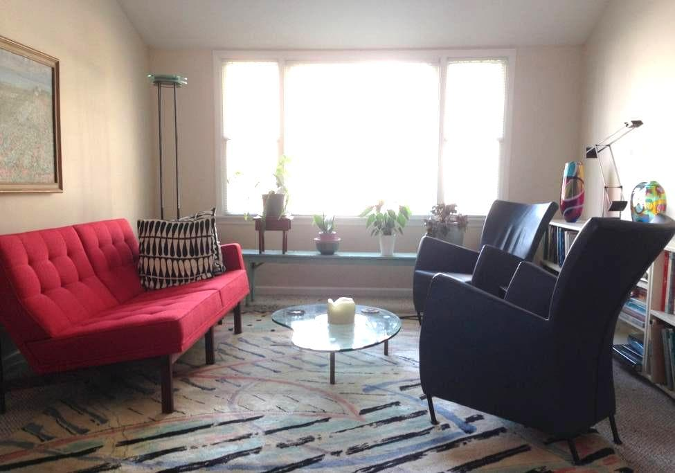 Cheerful guest room - private home - Norwalk - Διαμέρισμα