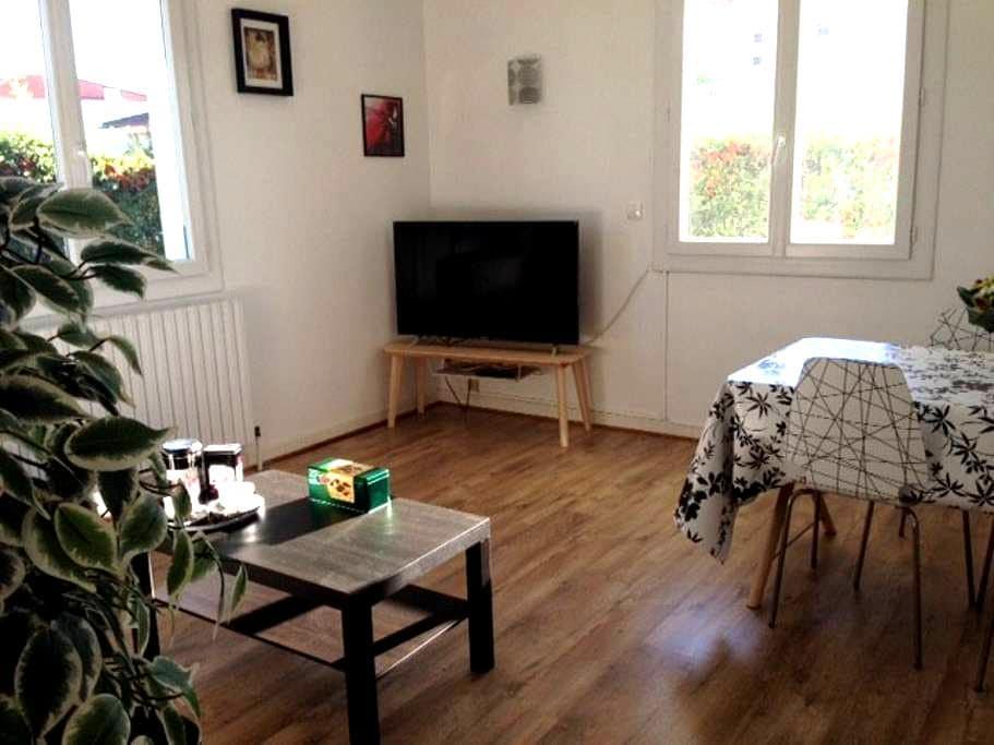 Grounded Floor with garden, 1 room 65m² - トゥルネフォイユ - タウンハウス