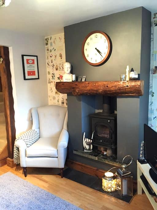 A charming cottage private room - Fairfield - Huis