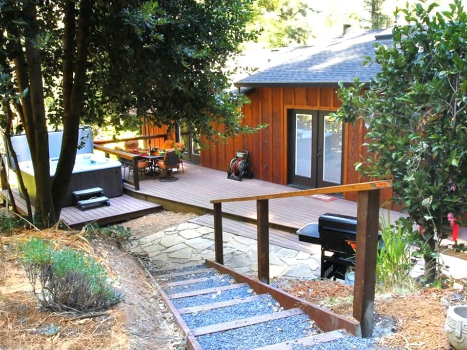 PEACE & QUIET: Wine Tasting | Fireplace | Hot Tub - Forestville - Ev