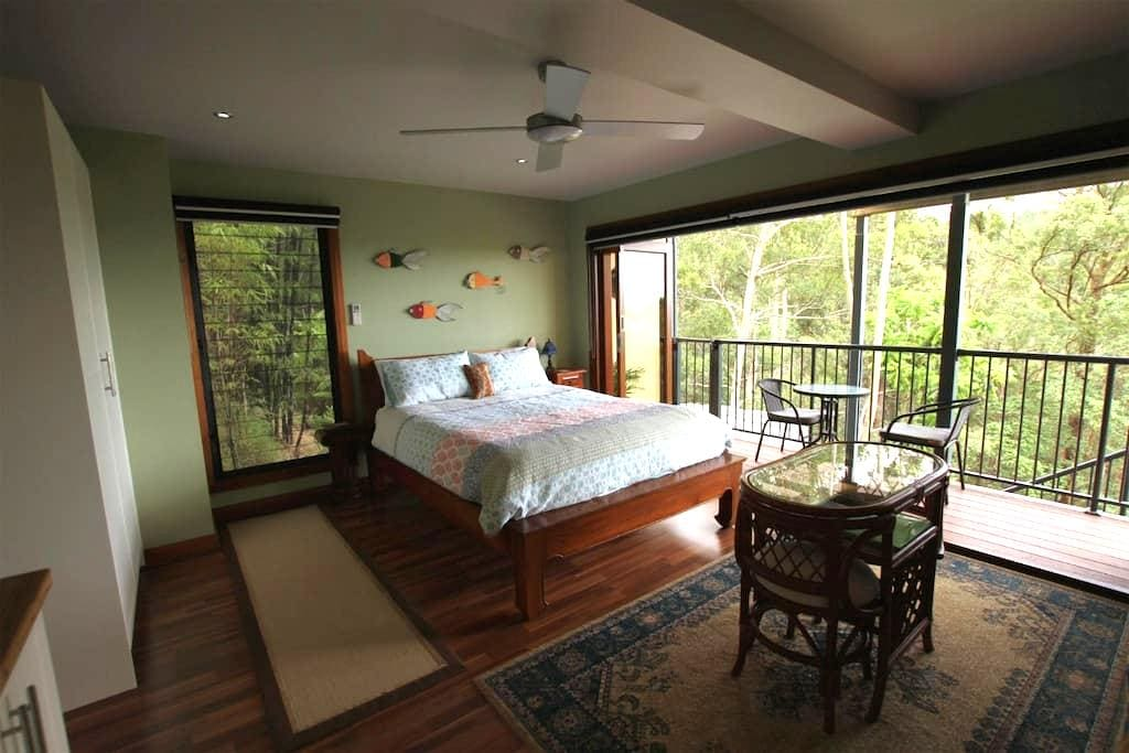 Private guest flat, views, & continental breakfast - Montville - Appartement
