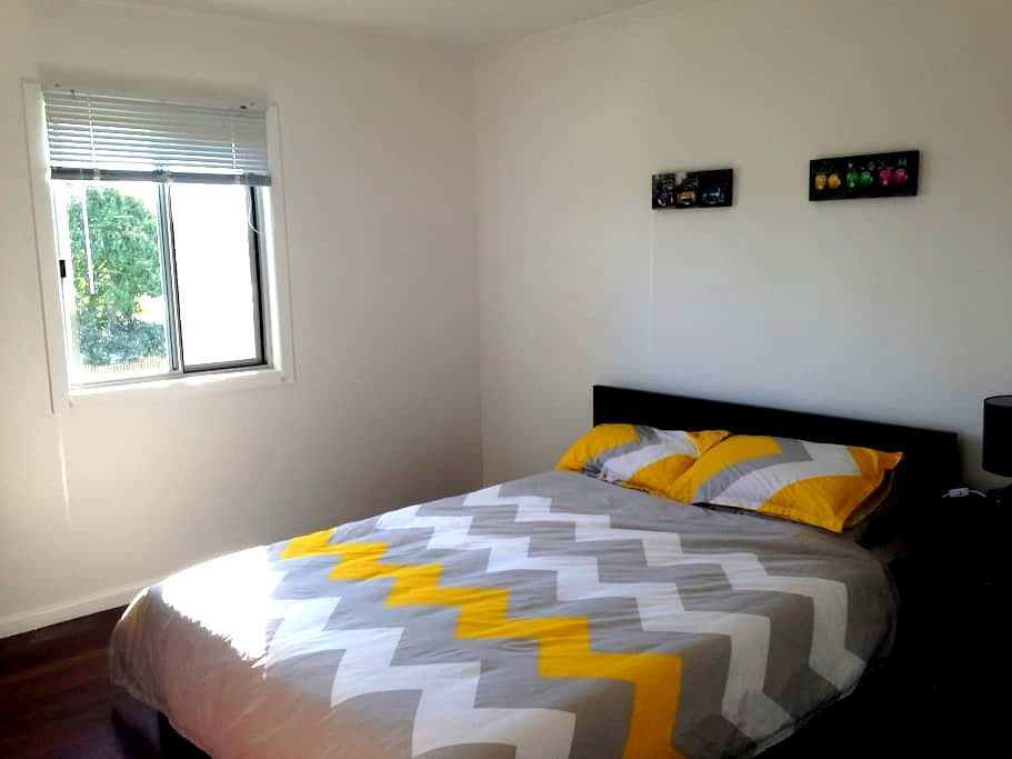 Queen room in retro beach house - Scarness - Дом