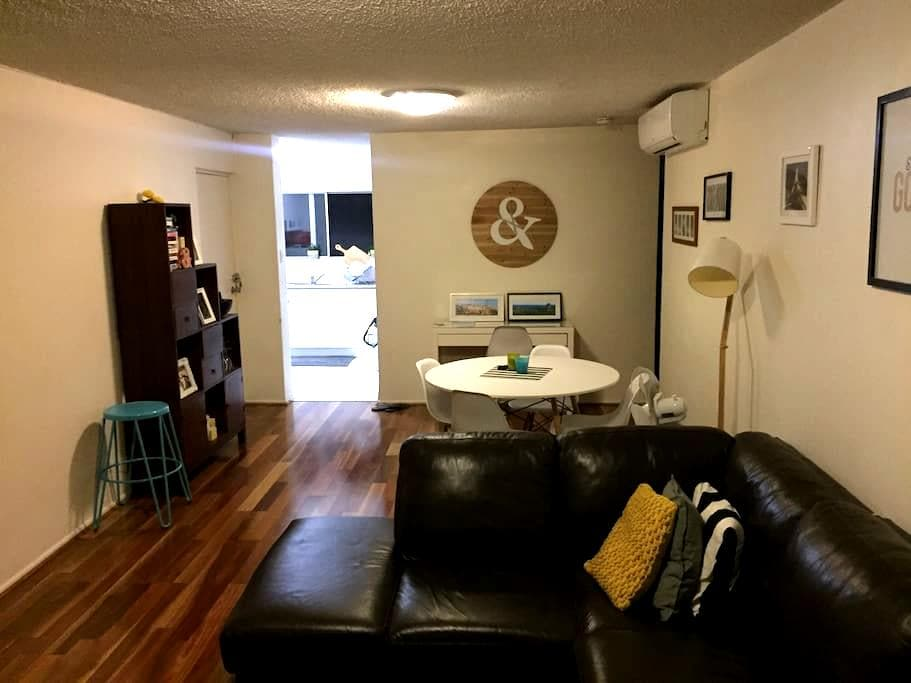 1 bed entire flat 7km from Airport - Clayfield - Wohnung