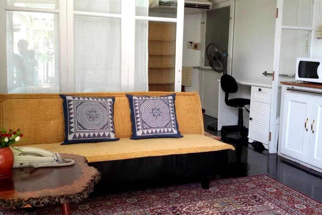 Cozy Bungalow Studio (Puimek) in Nostalgic Dusit - กรุงเทพ - บังกะโล