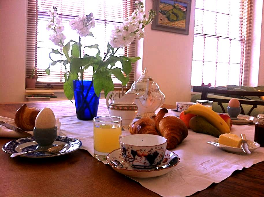 Central luxury stylish penthouse. - Stroud - Bed & Breakfast