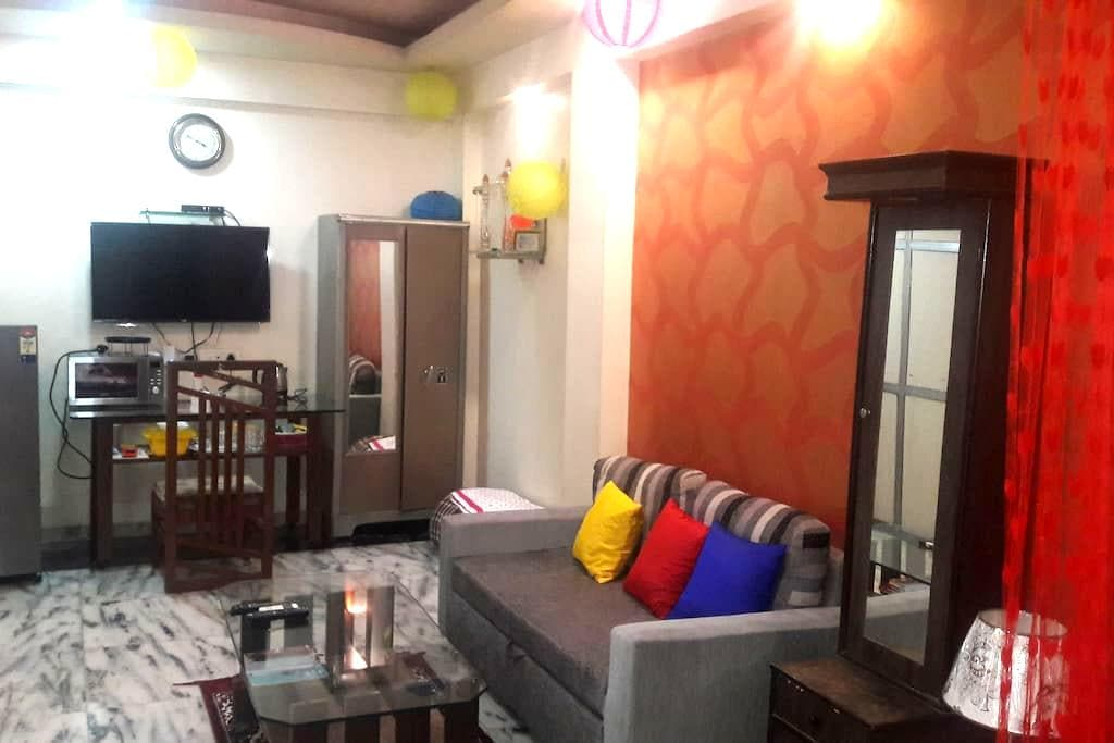 PRIVATE ROOM IN ANDHERI WEST ..FOUR BUNGLOWS - Mumbai - House