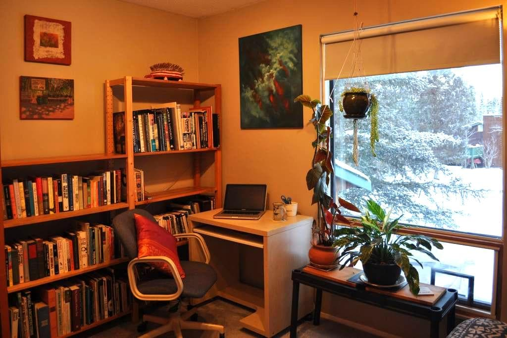 Booknook, BNB for Readers - Whitehorse - Bed & Breakfast