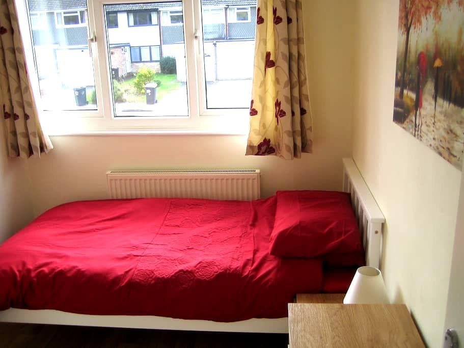 Newly refurbished bright and airy single room - Hertford - Dům