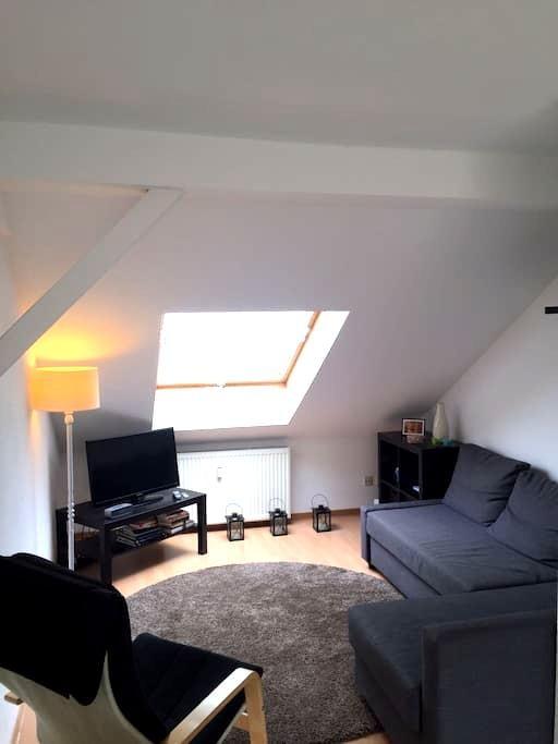 Modern studio apartment in heart of Bochum - Bochum - Vindsvåning