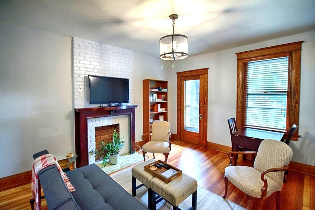 Clifton Gaslight 2 Bedroom Apt - Cincinnati - House