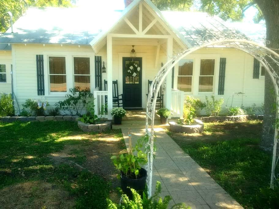The Butterfly Cottage - La Grange - Casa