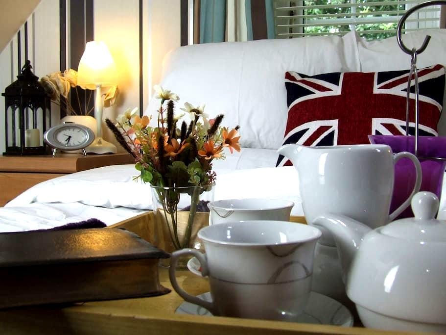 NEAR STANSTED AIRPORT - 2 SUITE COSY LUXURY ROOMS - Harlow - Hus