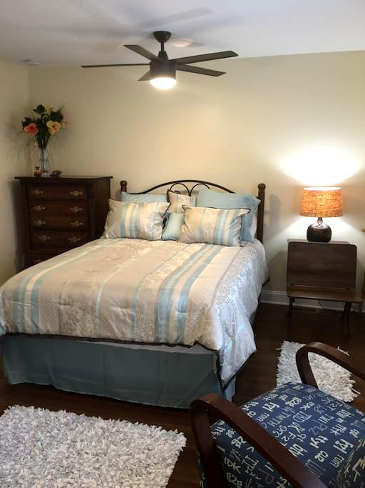 Payne Jailhouse Bed and Breakfast, Pacific Room - Excelsior Springs - Oda + Kahvaltı