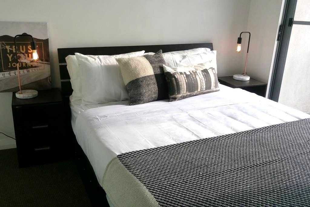 Modern Room with ensuite & balcony - Hurstville - Apartament