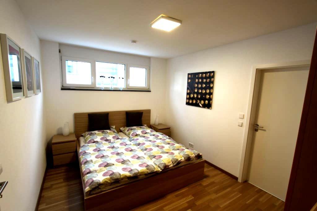 Modernes Apartment in Flughafennähe - Köngen - Appartement