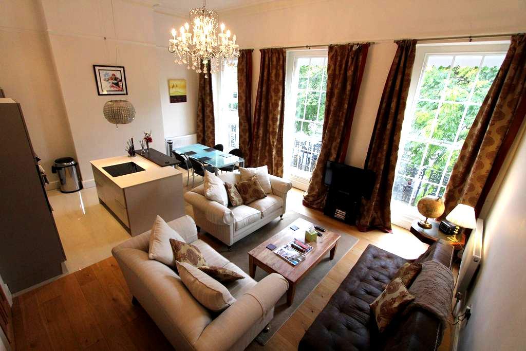 5* luxury elegant regency flat, off road parking - Cheltenham - Departamento