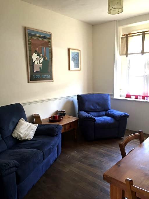Self catering double bed apartment - Pré-en-Pail - Appartement