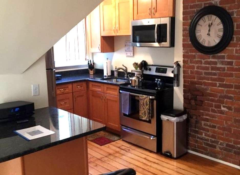 Perfect Northampton Apartment, walk to downtown - Northampton - Appartement