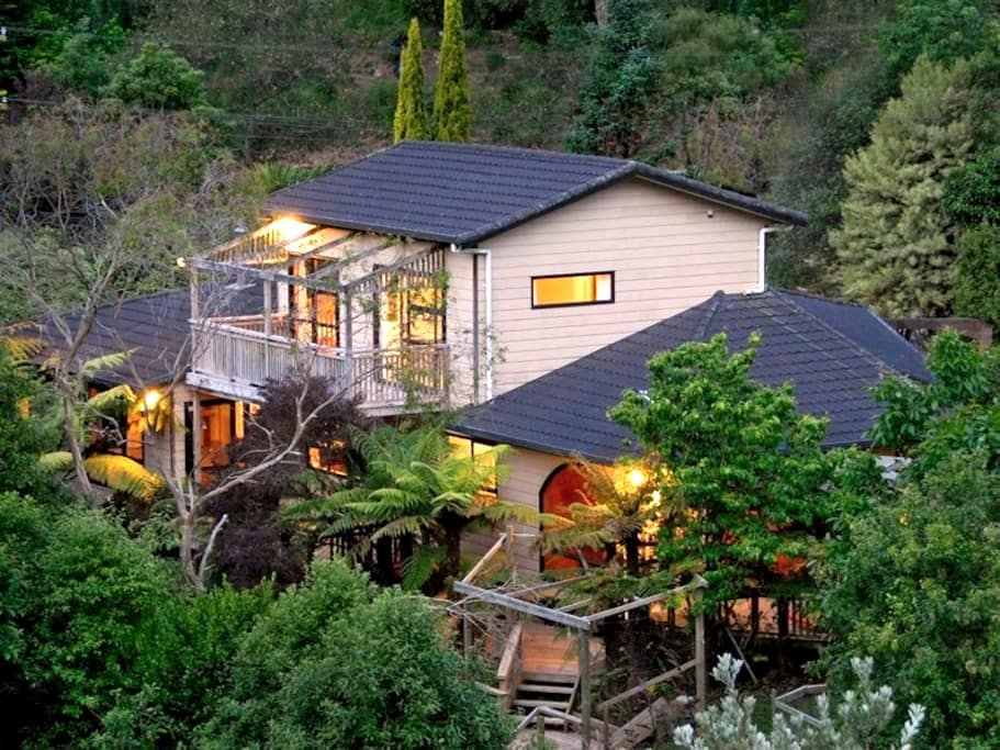 Guest suite, private bathrm&balcony - Whanganui - Huis