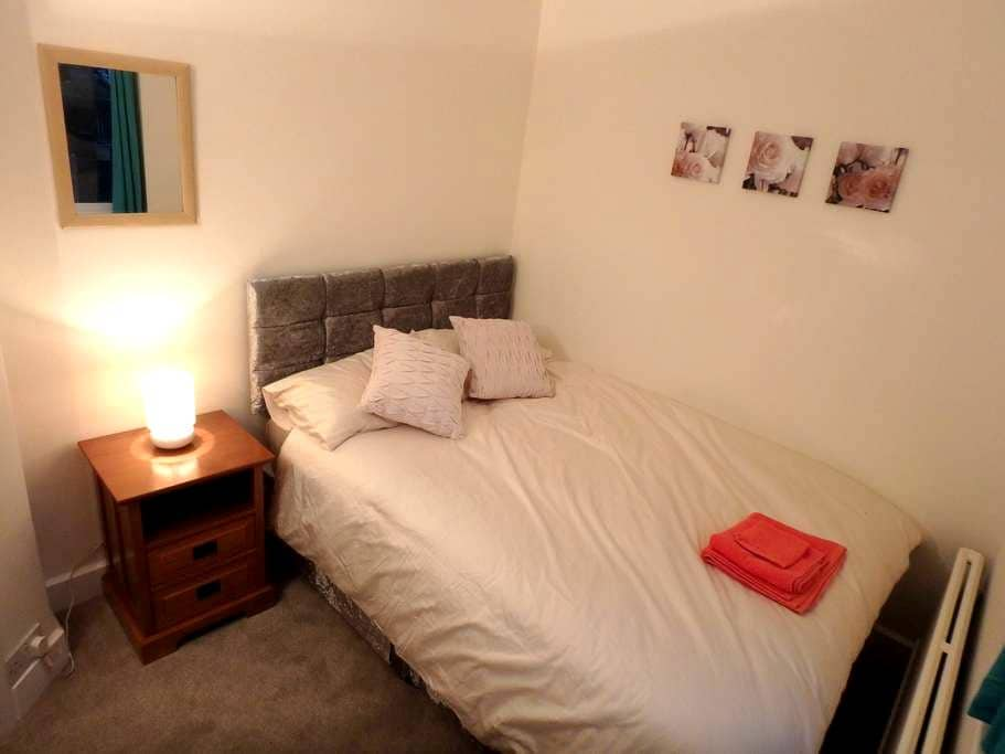 Epsom Double Room - Epsom - Casa