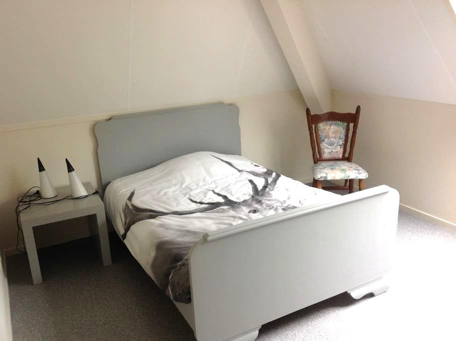 Double room, cosy, own shower! Very clean and new - Hinnaard - Casa
