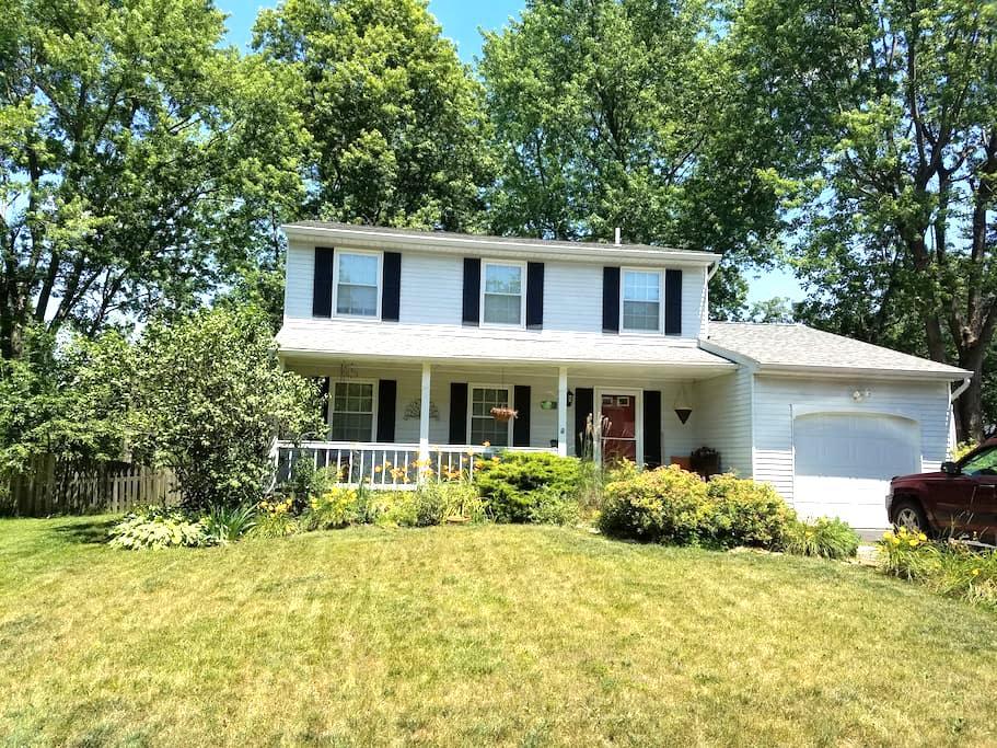 Columbus Home Adjacent to Park - Pickerington - Casa