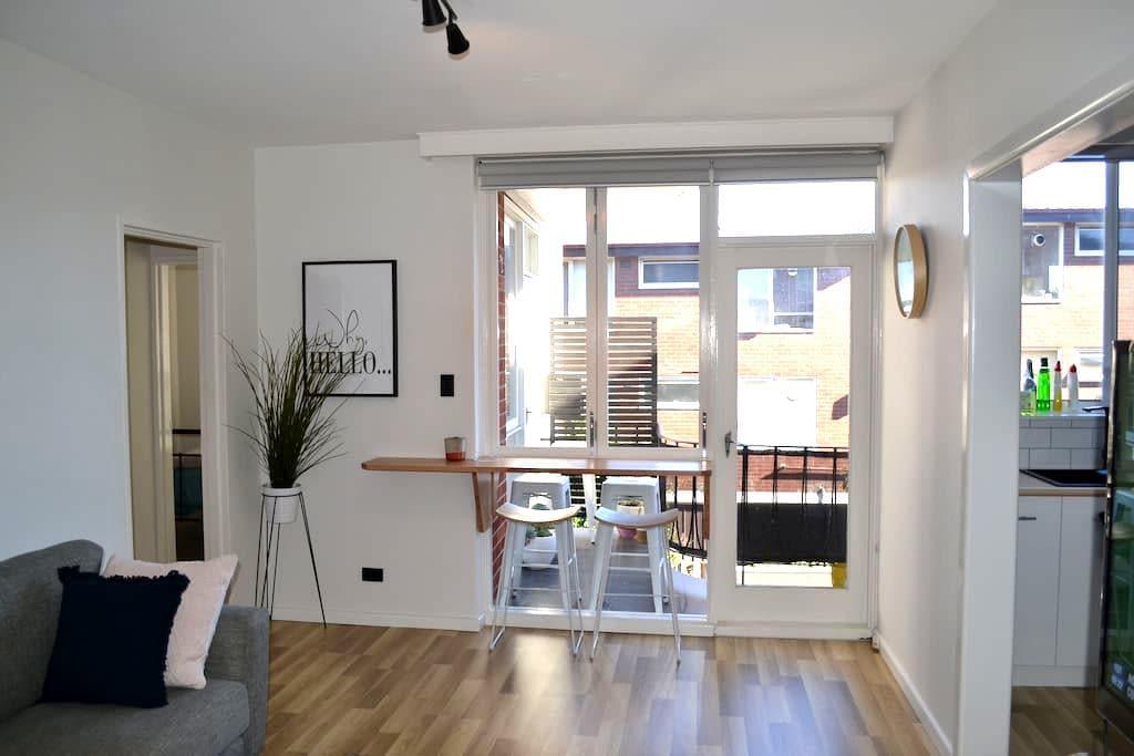 Stylish 2 BDR apartment- great location & reviews! - Saint Kilda East - Apartemen
