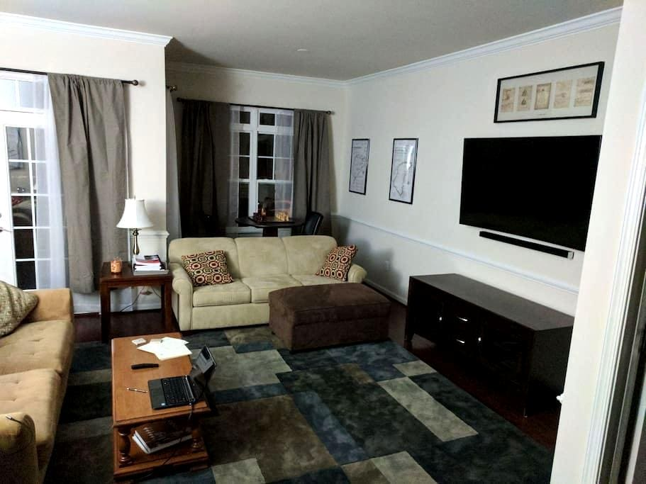 Private room with full bathroom (A) - Stafford - Huis