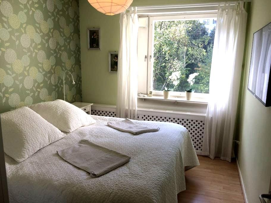 Bright, comfortable place,10 min to Stockholm city - Solna - Leilighet