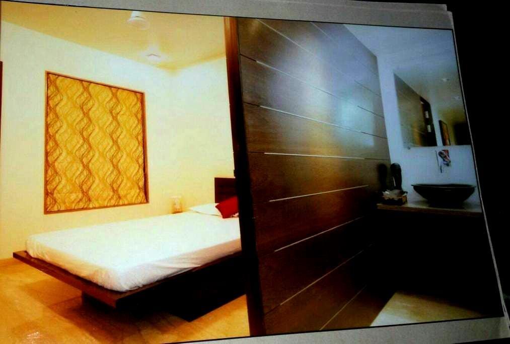 EN SUITE AC Room Koregaon park Annx - Pune - Appartamento