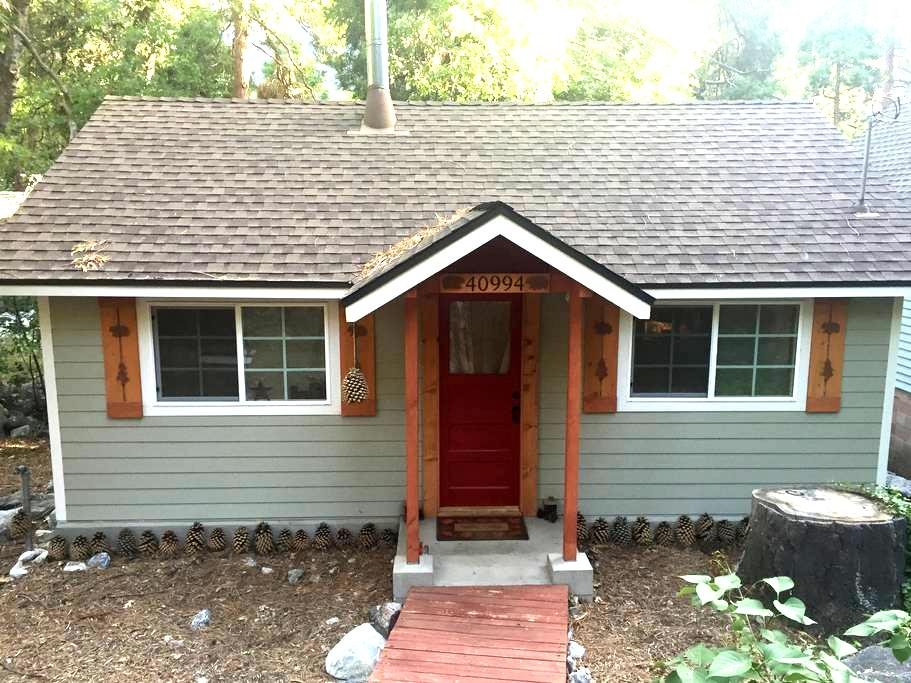 Tiny House, romantic, cozy 1928 cabin in Forest - Forest Falls - Stuga
