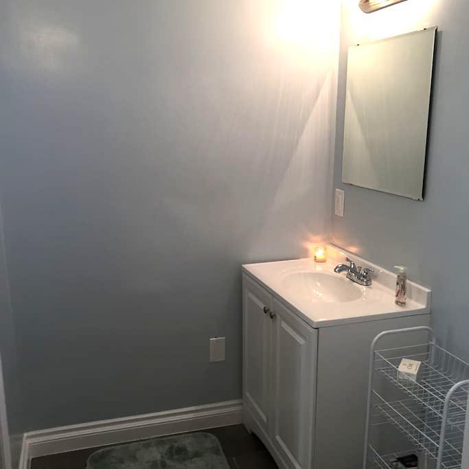 Private one bedroom apartment. - Lakewood - Rumah