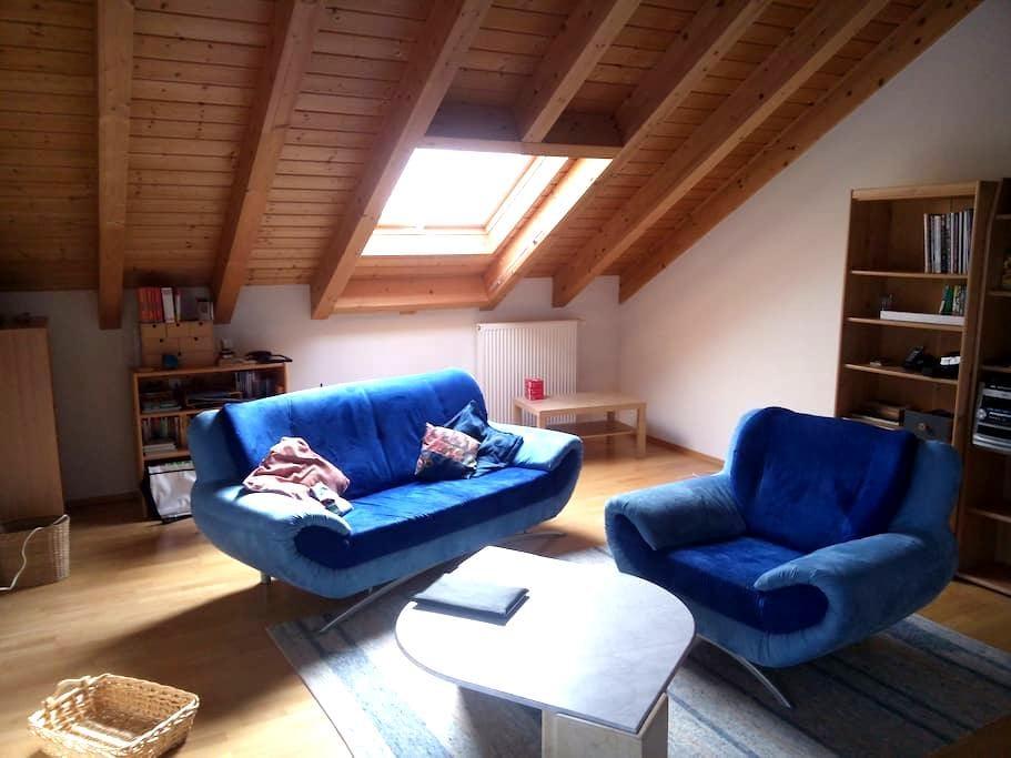 Großes helles Zimmer mit Bad - Eppingen - Huis