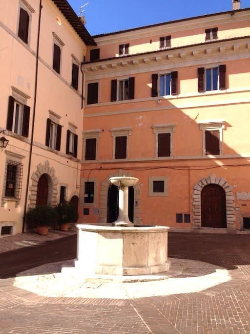 Frescoed one-room apt in Spoleto - Spoleto - Apartment