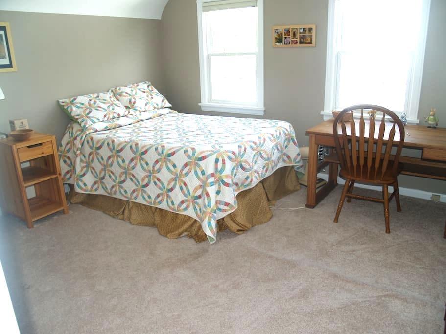 Private, Cozy 3rd Floor Suite in quiet area - 榭柯高地(Shaker Heights) - 獨棟