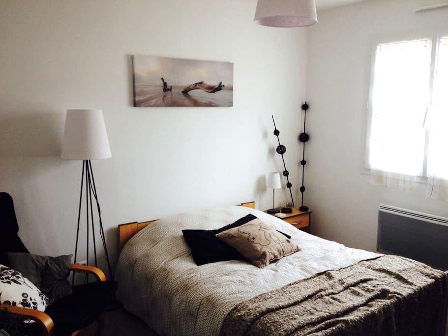 2 chambres, 1 SDB, 1 WC. Espace hôte privé et clos - Pont-d'Ain - Huis