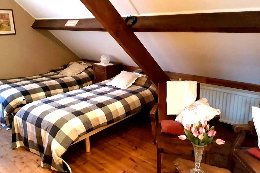 2 nice rooms in quiet rural house. - Kortessem - Hus