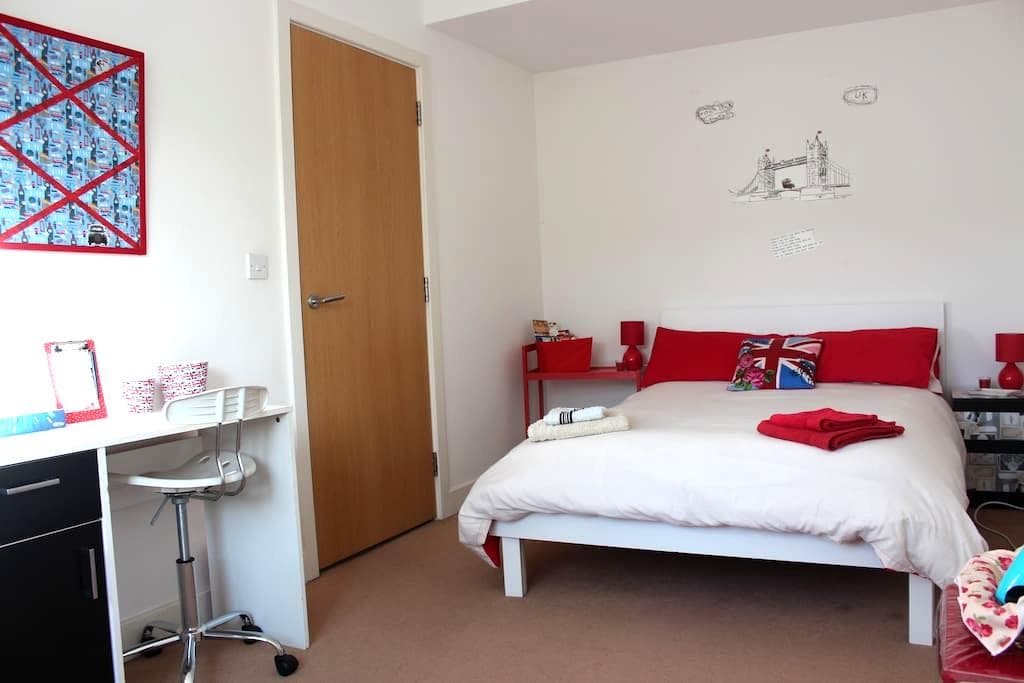 Perfect London Room with Breakfast! - Hounslow - Rumah