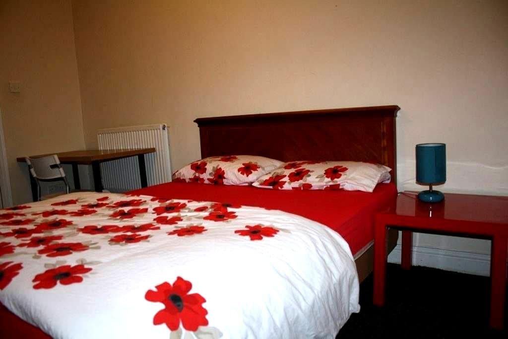 Amazing private room for one - Sheffield - Bed & Breakfast