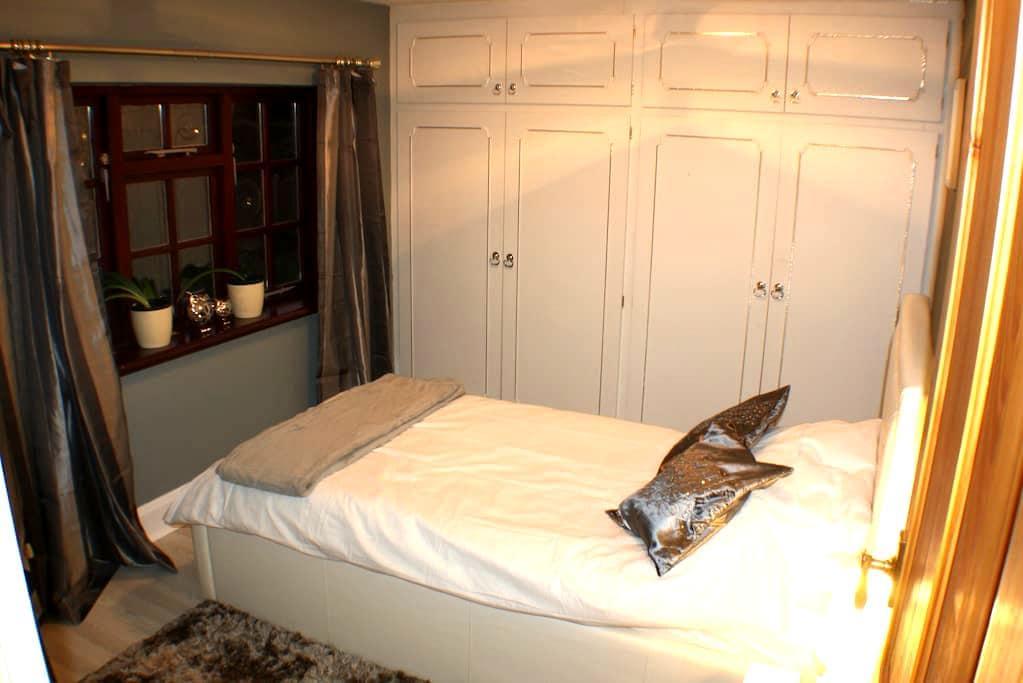Comfortable Single Bed & Breakfast Nr University - Loughborough - Huis