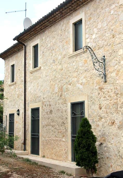 Modernes, italienisches Appartement - Lecce nei Marsi - Departamento
