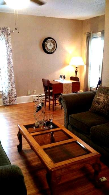 Private Loft three minutes from airport - Sioux Falls - Loteng Studio