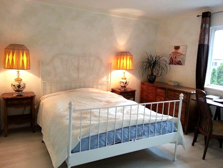 Cedar Room - Richmond - Hus