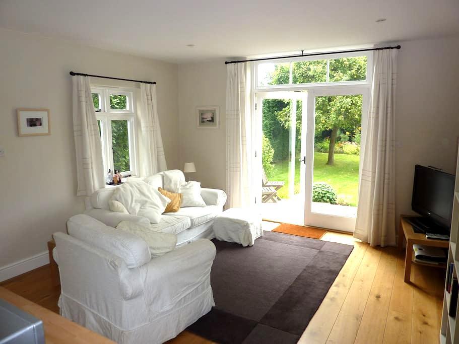 Spacious and stylish SC annexe - Barnham - Huis